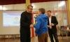 Fairplay- Preis: Fabian Schreier bekommt den Preis von Walter Kral.